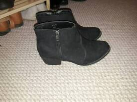 Size 5 ladies suede boots