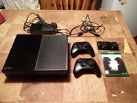 Xbox One 500gb +2x Controllers + Halo 5 + Battery charger pack