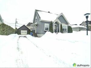 339 000$ - Maison à un étage et demi à vendre à St-Rémi