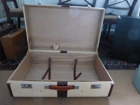 Beautiful leather suitcase - vintage but excellent condition, little used