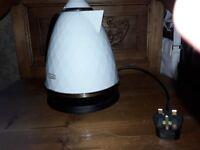 White high gloss De'Longhi jug kettle