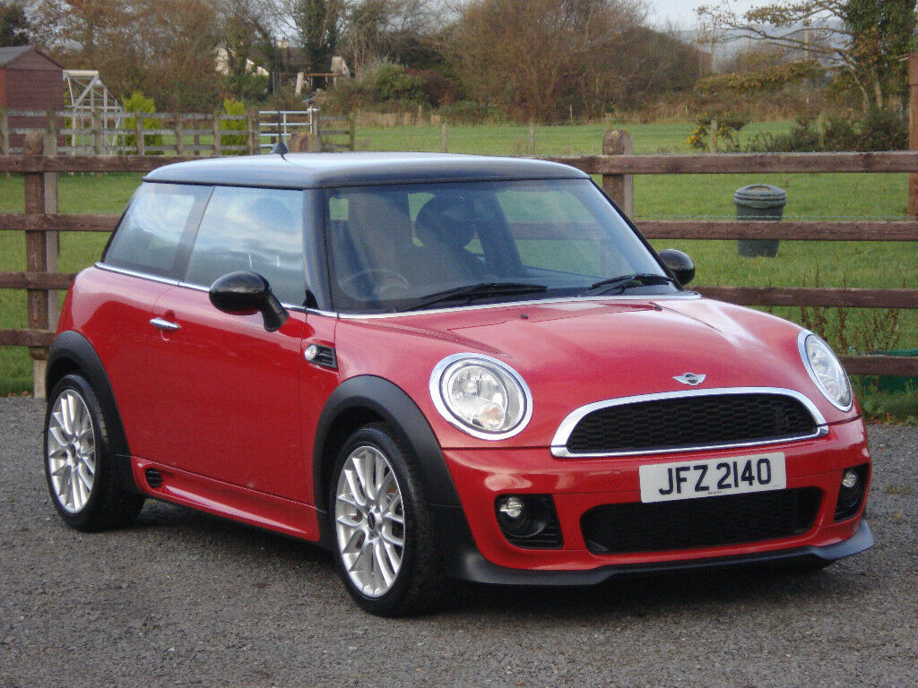 2012 MINI COOPER 1.6 DIESEL **JOHN COOPER WORKS STYLING KIT**