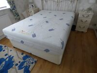 KING SIZE SPRUNG DIVAN AND MATTRESS FOR SALE
