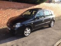 RENAULT CLIO DYNAMIQUE 1.2 16v, 2004 REG, LONG MOT, FULL SERVICE HISTORY AND NEW CLUTCH WITH ALLOYS