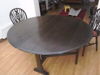 Lovely oval drop leaf mahogany dining table