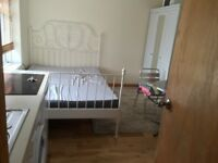 STUDIO FLAT WITH SEPARATE ENTRANCE ALL BILL INCLUDING IN PARRIVEL