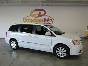2015 Chrysler Town & Country WOW ! TV/DVD INCLUS !!