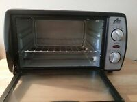 Portable Team International table top mini oven in good clean working condition