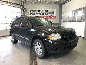Jeep Grand Cherokee laredo sunroof and dvd player 2010
