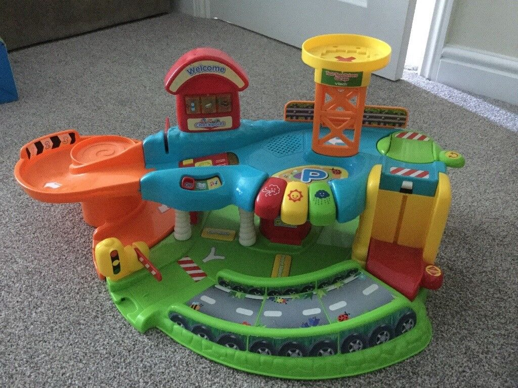 VTECH TOOT TOOT GARAGE - IN EXCELLENT CONDITION.