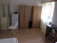 STEPNEY GREEN! BED IN A TRIPLE ROOM AVAILABLE NOW! 80PW!