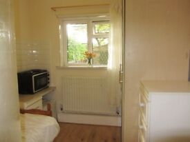 BEDSIT AVAILABLE TO RENT IN NEW HAW