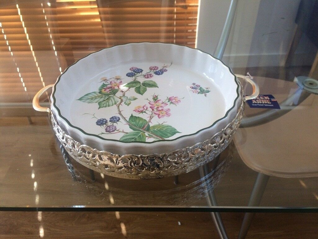 Quiche/flan dish with stand - new with tags. Ceramic dish/silver-plated stand (Queen Anne tableware)