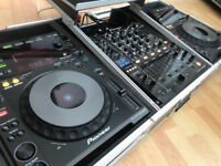 Pioneer DJ - CDJ 900's & DJM 850 with Flight case