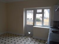 2 Bed Flat, with own private entrance, Large Kitchen/diner & Parking 1 car