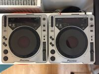 2 x Pioneer 800 CDJ Decks with all cables / used but in great working condition!