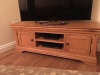 Absolutely stunning immaculate oak TV cabinet