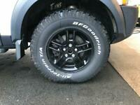 265 70 17 off road tyres on black alloy wheels. would suit disco td5, disco 3 and disco 4.