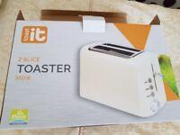 Toaster 2 Slice, low 950 wattage - used twice