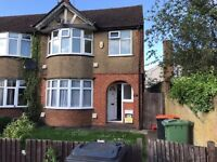 Lovely 3 bed semi detached house in Dunstable close to all amenties £1100pcm (LU6 3EE)