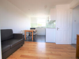 Large split level 3 bed in the heart of Stoke Newington with outside space.