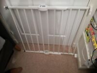 Baby pet safety gate to fit screw in white