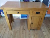 Solid oak computer desk in very good condition