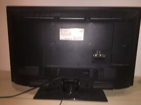 JVC 32 inch WIDE LED HD TV (LIKE NEW)