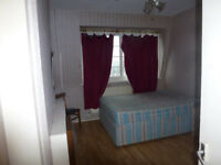 Spacious 3 bedroom flat (no reception) available in Stepney/Limehouse, E1.