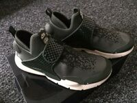 Nike x Stone Island Sock Dart Mid. Size 8. Green.