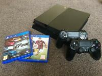 PS4 500GB 2 Controllers 4 Games