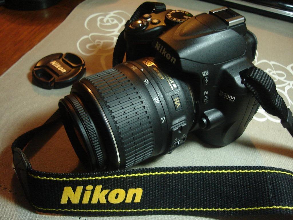 Zoom Nikon D3000 Nikon D3000 With 2 Lenses