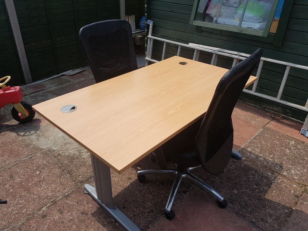 Bargain Office Desk And Chairs Very Good Condition