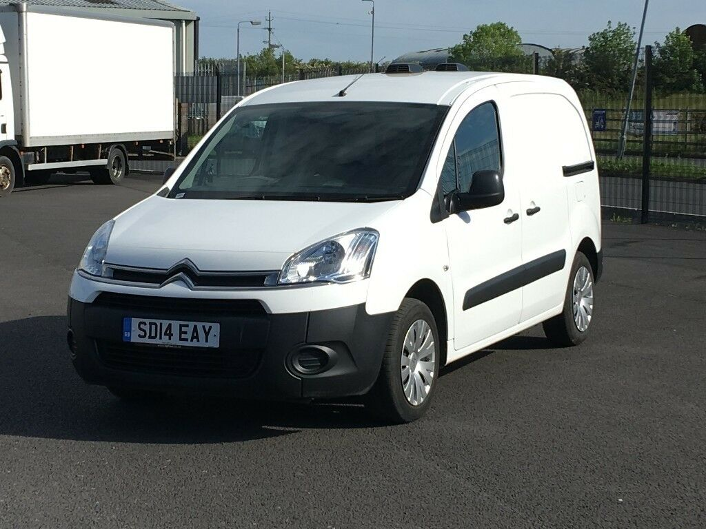 2014 CITROEN BERLINGO HDI ENTERPRISE. ONLY 30K MILES. AIRCON. 3 SEATS. PARKING SENSORS + MUCH MORE.