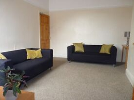 HEATON, LOVELY 3-BED UPPER FLAT FOR STUDENTS/PROFESSIONALS. AVAILABLE 1ST SEPTEMBER 2018