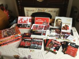 Manchester United collection of official membership packs with yearbooks and annuals