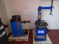 Tyre changer and wheel balancer
