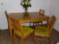 EXTENDING DINING ROOM TABLE AND FOUR CHAIRS EXCELLENT CONDITION