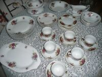 40 Piece Dinner/Tea Set Old Country Rose Pattern