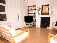 £2300 - Beautiful 3 Bedroom flat minutes from Clapham Common