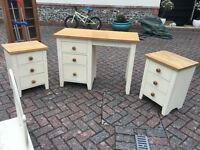 Dressing table and 2 side drawers