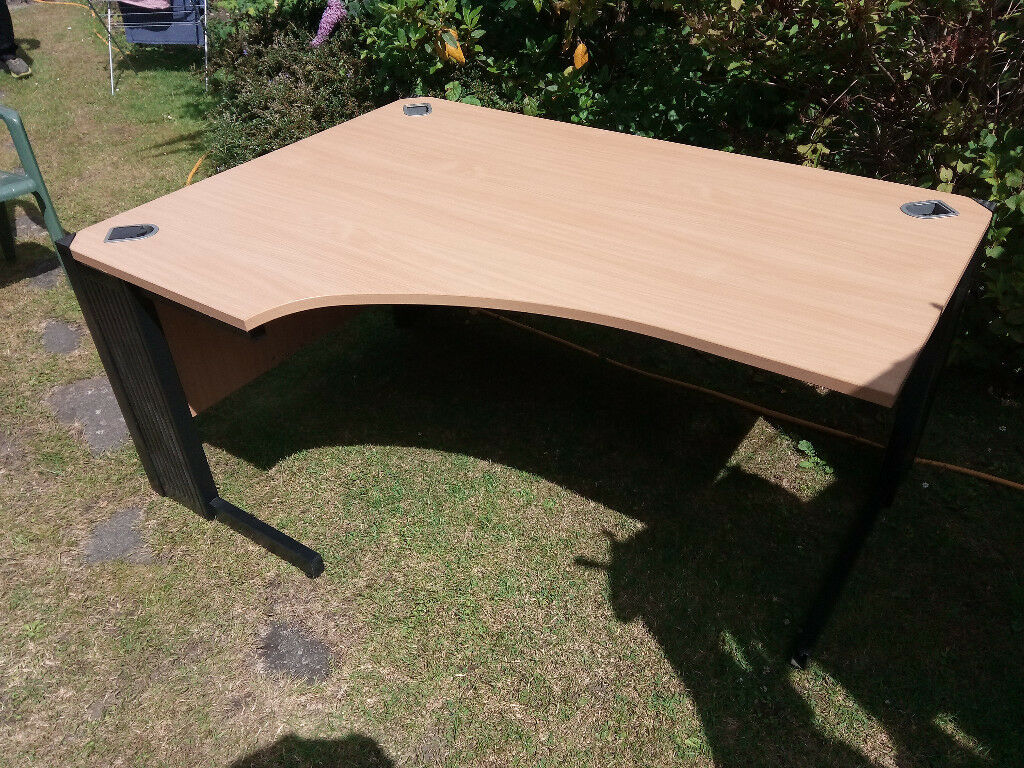 EXCELLENT CONDITION LEFT OR RIGHT HAND SIDE LARGE COMPUTER OFFICE DESKS WITH CABLE TIDIES!