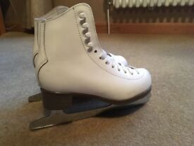 Girl's Ice Skates Size 1. Very good condition. Skate guards included. £15
