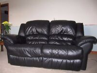 2 x 2 seater electric recliner settees sofas in black leather plus opening footstool