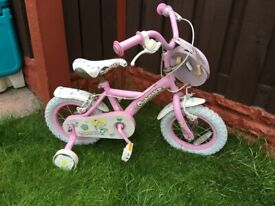Girls bike cupcake with stabilisers can deliver for a small charge