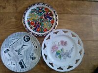 Three collectible vintage plates for sale, in very good condition.