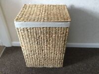 Wicker laundry basket square and lined