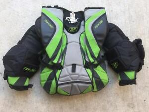 LOWER PRICE Reebok AB 6K JR-M Hockey Goalie Chest Protector