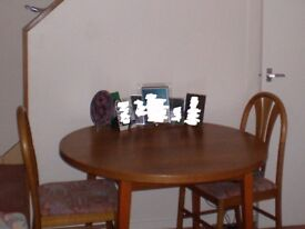 Dining table (round) with 4 chairs