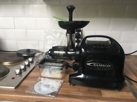 Samson Gear Juicer Model No. GB 9005. As new with all parts included.